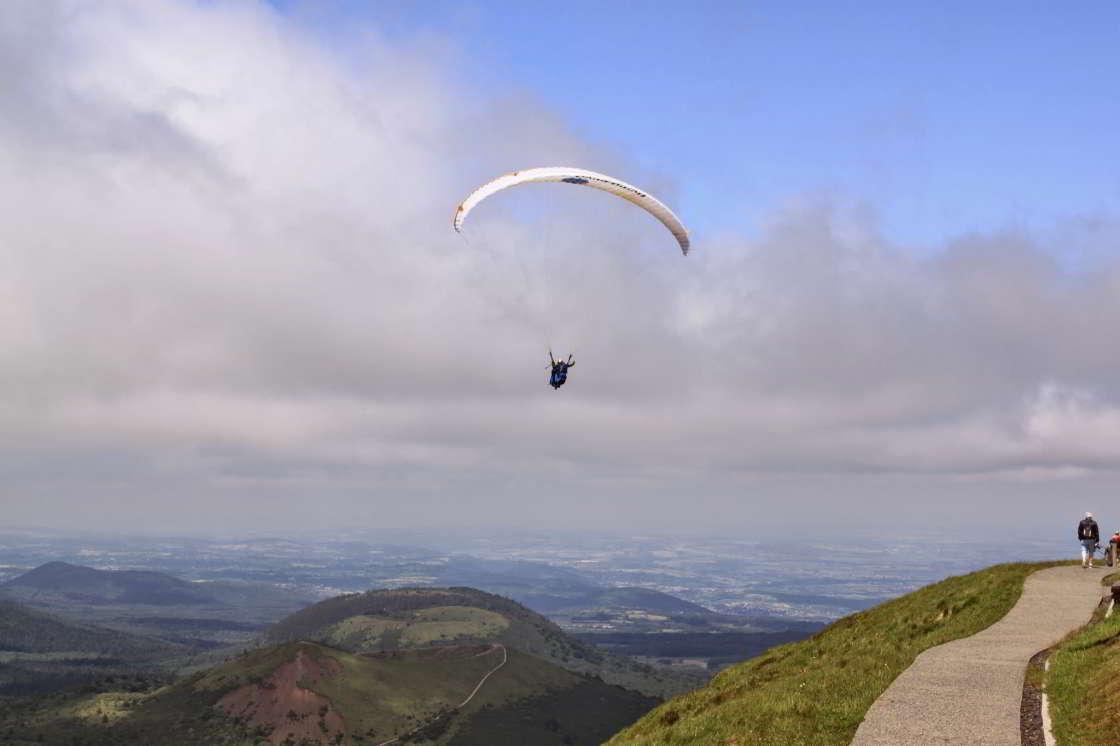 parasailen vanaf de Puy de Dôme