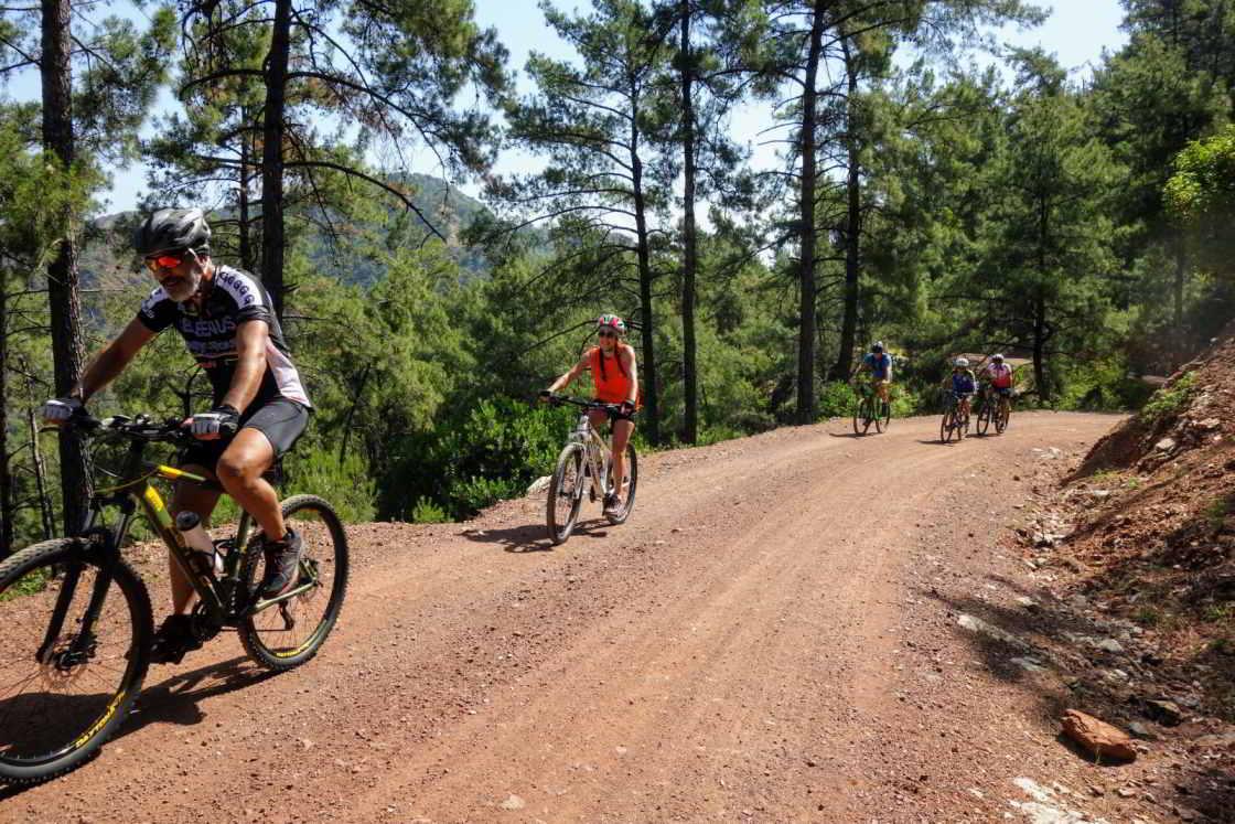 groep mountainbikers bij Marmaris