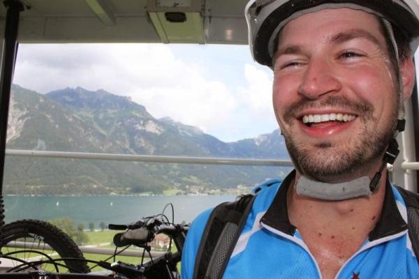 Met de mountainbikes in de berglift
