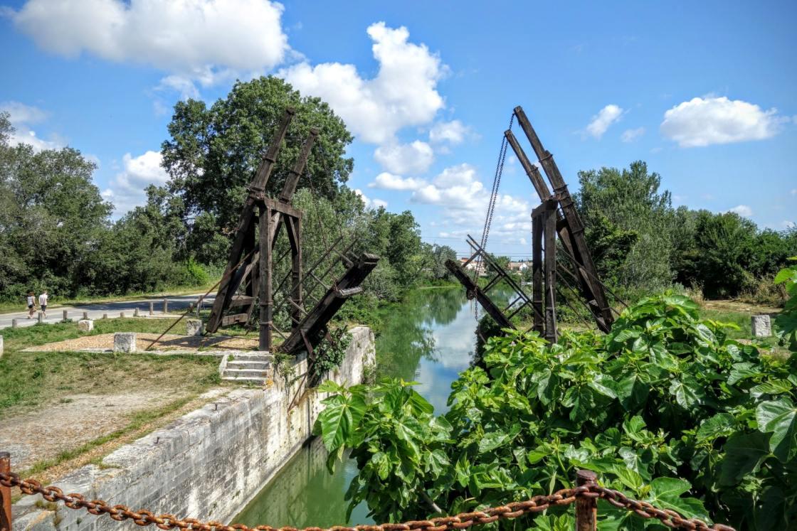 Brug over kanaal in de Camargue
