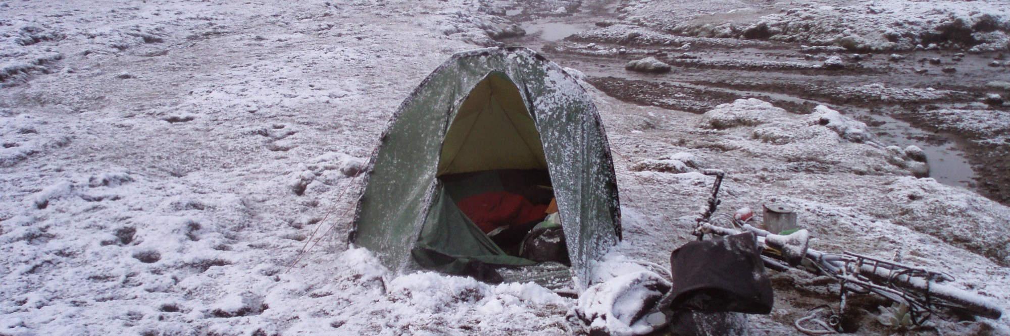 Wildkamperen in de sneeuw