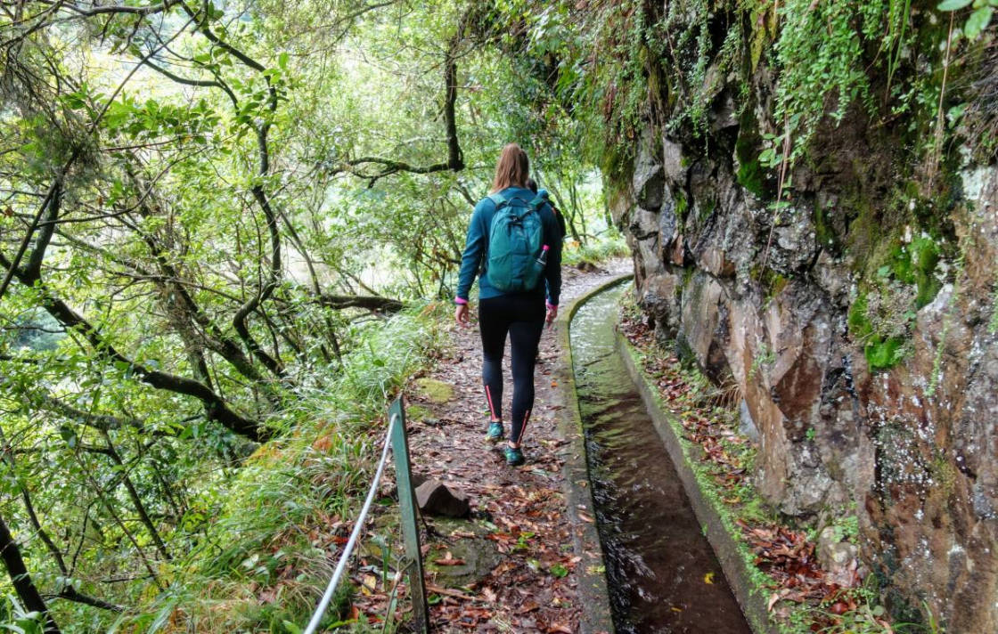 Wandelaar op de Levada do Rei